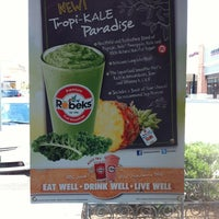 Photo prise au Robeks Fresh Juices & Smoothies par Andrea S. le6/25/2012