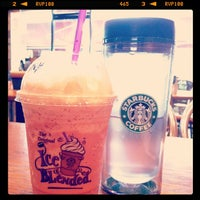 Photo taken at The Coffee Bean & Tea Leaf by Maria on 11/30/2011