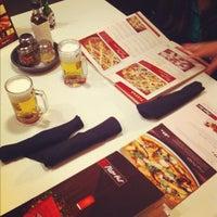 Photo taken at Pizza Hut by Felipe R. on 10/25/2011