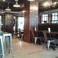 Foto tirada no(a) Cooperage Wine & Whiskey Bar por Kim A. em 3/23/2012