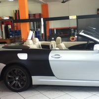 Photo taken at Orange Comunicação / NuAuto Customs by Juliano G. on 1/27/2012