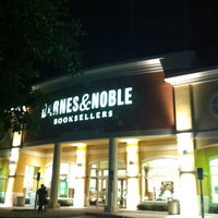 Photo taken at Barnes & Noble by Alejandro R. on 5/22/2012