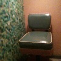 Foto tirada no(a) Bootleg Bar & Theater por Katie B. em 12/16/2011
