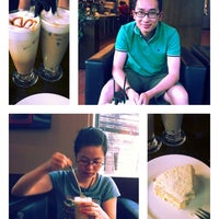 Photo taken at Joma Bakery Café by Thieu-Bao H. on 5/1/2012