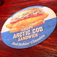 Photo taken at Red Robin Gourmet Burgers by Stacy B. on 5/7/2011