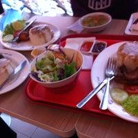 Photo taken at KFC by Tiểu L. on 2/24/2012