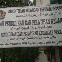 Photo taken at Balai Diklat Keuangan Pekanbaru V.2 by Hendra H. on 9/15/2011