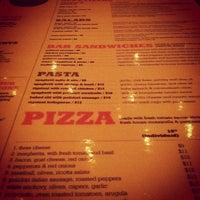 Снимок сделан в Ernie's Bar & Pizza пользователем Boulder Bars 2/21/2012