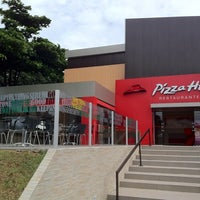 Foto tirada no(a) Pizza Hut por Roberto A. em 5/13/2012