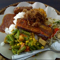 Photo taken at Selera Nusantara - Masakan Nusantara by Alam P. on 1/25/2012