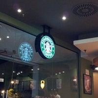 Снимок сделан в Starbucks пользователем Dennis G. 5/13/2012