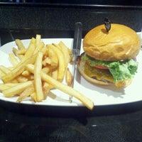 Photo taken at LongHorn Steakhouse by Ed K. on 9/5/2011