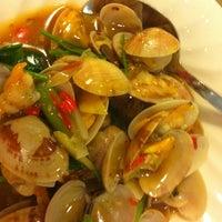 Photo taken at PUTIEN Restaurant 莆田菜馆 by Jansen E. on 9/25/2011