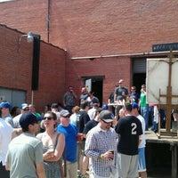 3/31/2012 tarihinde Nathan B.ziyaretçi tarafından Deep Ellum Brewing Company'de çekilen fotoğraf