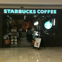 Photo taken at Starbucks by Thiwitt on 11/9/2011