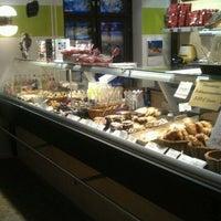 Foto scattata a SIS. Deli + Café da Franz M. il 12/20/2011