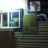 Photo prise au Wasota African Cuisine par Whitney J. le2/10/2012