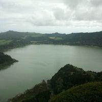 Foto tirada no(a) Lagoa das Furnas por Pedro M. em 4/5/2012