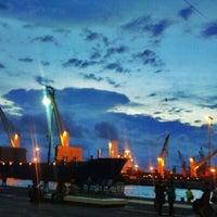 Foto tomada en Macroplaza del Malecón por Carolina V. el 6/21/2012