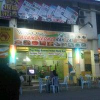 Photo taken at Warong Asam Pedas Kak Zai by Little R. on 2/11/2012