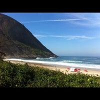 Photo taken at Praia de Itacoatiara by Raul V. on 7/29/2012
