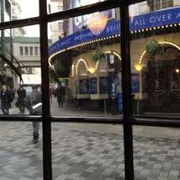 Foto scattata a Piccadilly Theatre da Daria P. il 5/3/2012