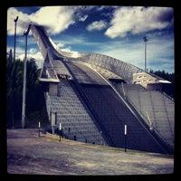 Das Foto wurde bei Holmenkollbakken von Pau G. am 6/1/2012 aufgenommen