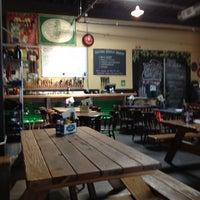 Das Foto wurde bei Rogue Eastside Pub & Pilot Brewery von Sharon W. am 8/12/2012 aufgenommen
