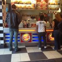 Das Foto wurde bei Burger King von Lois T. am 6/27/2012 aufgenommen