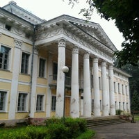 Photo taken at Дворцово–парковый ансамбль «усадьба Булгаков» by Mihail R. on 8/25/2012