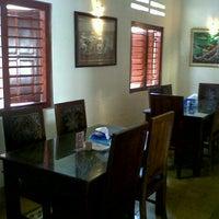 Photo taken at Ayam Goreng Madu by Venny Rosalina H. on 9/11/2012
