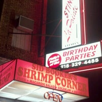 Foto tomada en Sid Booker's Famous Shrimp por Michael A. el 6/17/2012