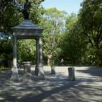 Das Foto wurde bei Tompkins Square Park von Mark R. am 7/22/2012 aufgenommen