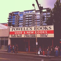 Photo prise au Powell's City of Books par Cindy T. le6/26/2012
