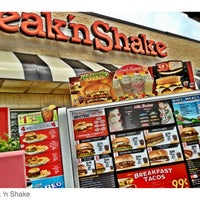 Foto diambil di Steak 'n Shake oleh Joe P. pada 5/6/2012