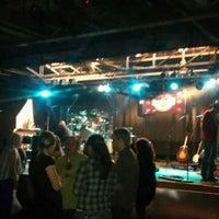 Foto tirada no(a) Grizzly Rose por Brian A. em 2/17/2012