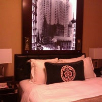 Photo taken at The Algonquin Hotel Times Square, Autograph Collection by Lisa N. on 6/29/2012