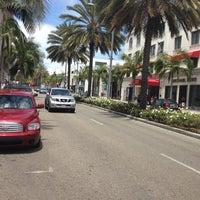 Das Foto wurde bei Streets of Beverly Hills von Britney L. am 7/18/2012 aufgenommen