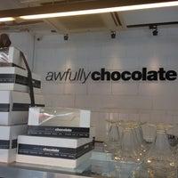 Das Foto wurde bei Nine Thirty by Awfully Chocolate von Bella am 6/18/2012 aufgenommen