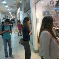 Foto tirada no(a) Shopping Avenida 28 por Rodolfo G. em 5/3/2012