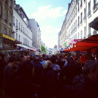 Photo taken at Marché d'Aligre by Tinou d. on 5/13/2012