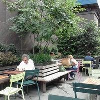 7/31/2012 tarihinde Alison G.ziyaretçi tarafından Shake Shack'de çekilen fotoğraf
