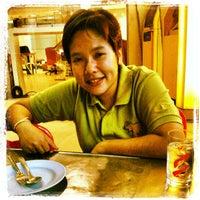 Photo taken at ร้านข้าวต้มกรุงศรี by EartH Z. on 4/22/2012