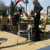 Das Foto wurde bei Cevizlibağ Cafe & Fast Food von Selçuk D. am 3/23/2012 aufgenommen