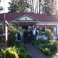 Photo taken at Papa's Soul Food Kitchen by Edward M. O. on 4/21/2012