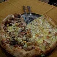 Photo taken at Papaula Pizzaria by Ricardo D. on 2/21/2012