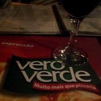 Photo taken at Pizzaria Vero Verde by Barbara R. on 3/25/2012