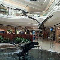 7/19/2012 tarihinde Ike H.ziyaretçi tarafından Cherry Creek Shopping Center'de çekilen fotoğraf