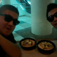 Photo taken at Pizza Hut by Marquis S. on 2/27/2012