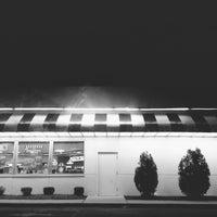 Photo taken at Steak 'n Shake by bruno p. on 5/11/2012